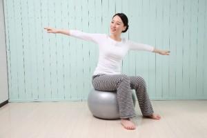 姿勢矯正ダイエットを行うことで、ポッコリお腹や猫背といった姿勢の悪さを改善