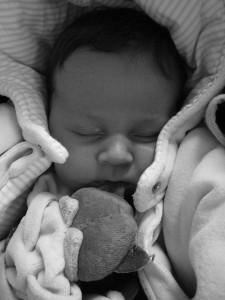 妊娠初期の飲酒で胎児性アルコール症候群の可能性