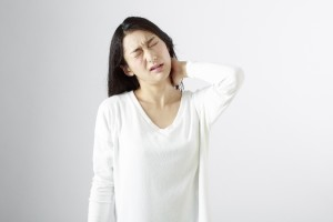 手の痺れの原因は肩や頸椎かも