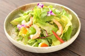 食物繊維たっぷりのサラダやスープを食べるように心がけましょう