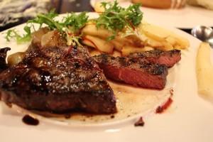 肉の脂身は消化に時間がかかります