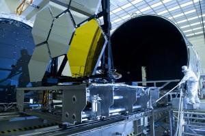 宇宙望遠鏡で月の紫外線画像を撮影することができます