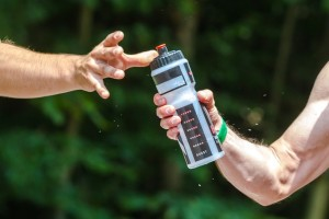 water-830374_640 スポーツドリンク 水分補給 熱中症予防