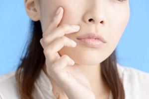 腸内洗浄は乾燥肌やオイリー肌などのトラブル肌を改善する効果も期待できます