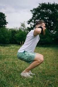 最も簡単に出来る筋力トレーニングはスクワット