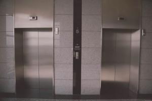 下りのエレベーターで感じる浮遊感は?