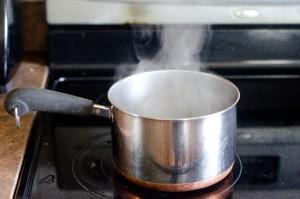 cf3d8a2766940a850f3b80b2dbeb1f64_s 片手鍋 料理 湯気 コンロ 電磁調理器 煮込み スープ 鍋
