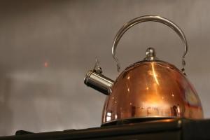 水道水を一度沸騰させてカルキ抜きをします
