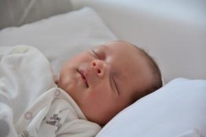 乳児アトピーが最初に現れるのは顔から