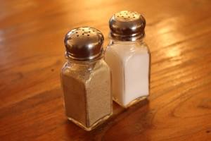 軽く塩とこしょうを