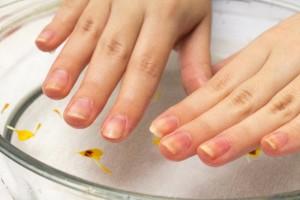 妊娠中は感染症の予防のためにも爪は短く!