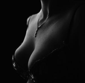 美しいバストは習慣から・・・育乳する方法とは?