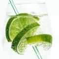 炭酸水を飲むだけで本当に痩せられるの?炭酸水ダイエットの検証