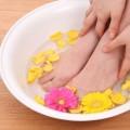 生理痛に温湿布などで、下半身を温めるのは、痛みを緩和するのに有効です。