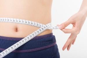 80b2916e31bc53122a7337ce8c2462dd_s メタボ おへそ ウエスト 腰 女 woman diet ダイエット 痩せる 測定