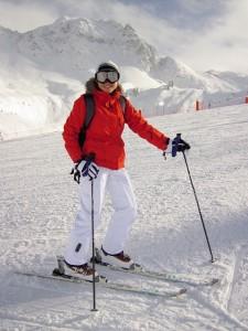 ゲレンデでは白い雪に反射した紫外線で目が日焼けをしてしまう危険性があります