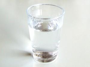 お酒を飲んでいるときには、少しずつこまめに水分を補給する