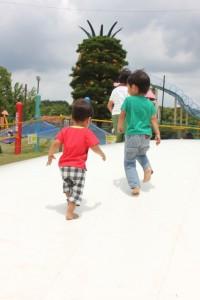 0a361f43e3b09cef06fa23e9ba13a6ae_s 公園の子供達 kids children