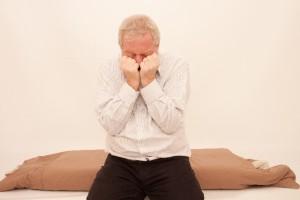横になると咳がひどくなり、起き上がると良くなる…