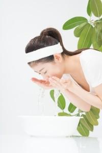 ニキビをつぶしてしまった時には、しっかりと石鹸を泡立てて洗いましょう!