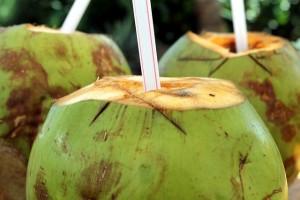 ココナッツウォーターはココナッツジュースのこと