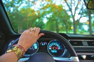 運転免許の取得には一定の条件が定められています