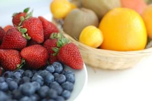 fruit-419623_640 フルーツ 果物 苺 いちご イチゴ ブルーベリー キウイ オレンジ