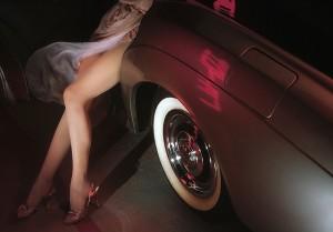 model-813231_640 ハイヒールを履いた美脚の女性 車 leg woman