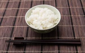 白米やパンなどの炭水化物にもたくさんの糖が含まれています