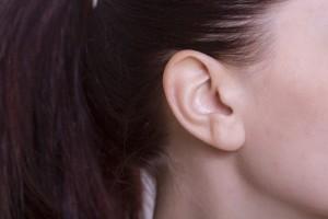 耳の後ろにはリンパ節をマッサージ