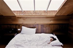 睡眠をとり心身を休めることで自律神経のバランスを整えストレスの軽減につながります