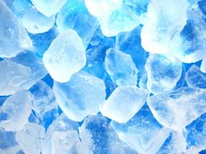 アイシングによって熱をもった患部を冷やすことで熱を抑え一時的に痛みを緩和します