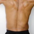 慢性の腰痛は、痛みを紛らわすだけでなく、まず原因を調べよう。