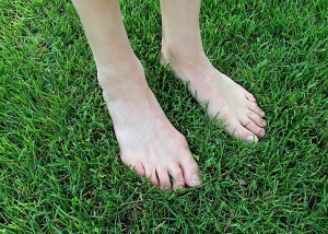 外反母趾の人は、歩く際にバランスが崩れやすくなってしまいます