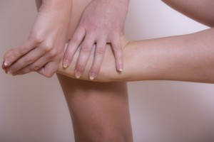 足首の硬さを解消するには「底背屈運動」がいいといわれています