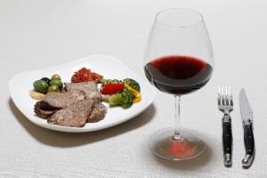 食事の際、毎日でも良いので少しだけ赤ワインを