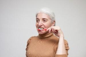 歯を磨き口の中のお手入れをしっかり