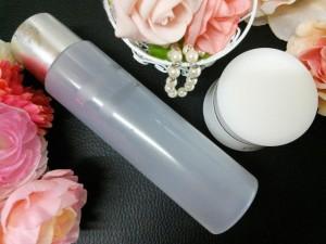 メラニンを抑制する、美白成分が入ったスキンケア商品を使うことも大切