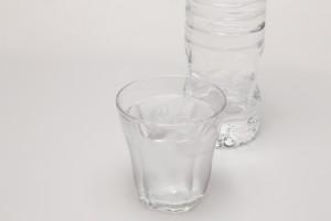 入浴前後に水分とミネラル補給必須!