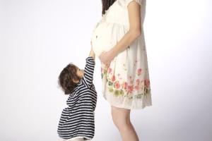 臨月になると出産の準備のためお腹がどんどん下に降りてきます
