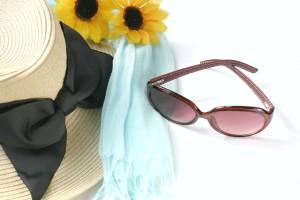 帽子、サングラス、日傘、UV対策用の長い手袋をうまく活用しましょう