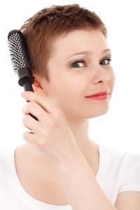 女性ホルモンの分泌が減少することで髪質が変わる