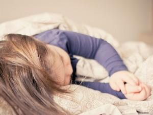 怖い夢を見やすい時期は、6歳~10歳くらいの間です。