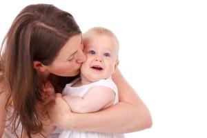 生まれたばかりの赤ちゃんの口の中には虫歯菌はいません。