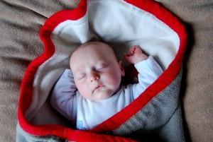 赤ちゃんに心臓マッサージ
