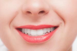 成人の歯の本数は、上下16本ずつ、合わせて32本
