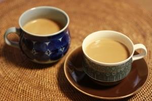 温かい飲み物を飲むことによって、体が温まり、全身の血行がよくなります