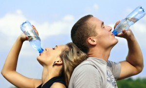 喉が渇く前に飲むのは間違い?