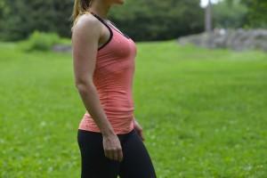お腹を出したりひっこめたりするときには、腹筋に力を入れて行いましょう。