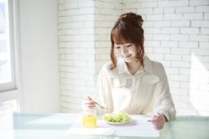 f2f573bb8917776149929526255fcf5a_s 女性 食事 朝食 ダイエット
